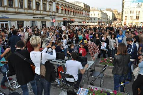 Maskeliade Street Studio Photo - led by OneBeat alumni Anton Maskeliade
